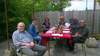 Lunch al fresco -Alain, Anne, Pascale, Lucie, Me, Olivier